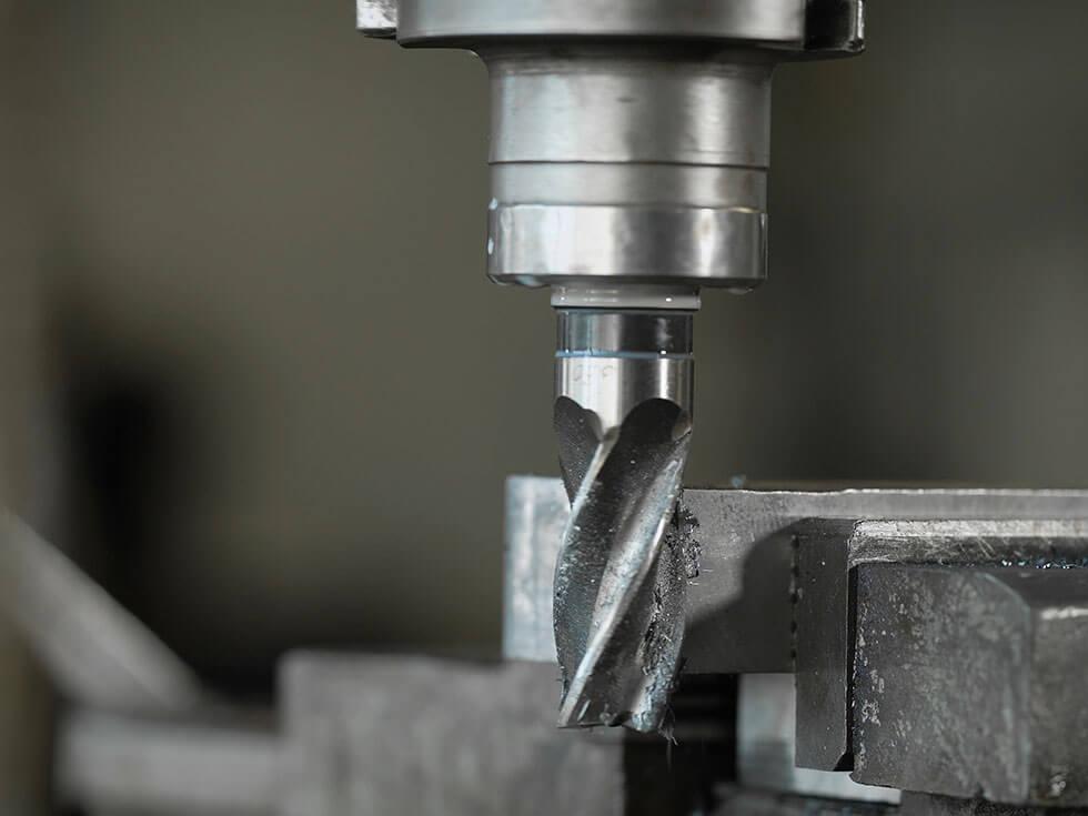 Nahaufnahme einer sich drehenden Industriebohrmaschine